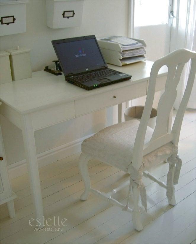 Lantligt skrivbord