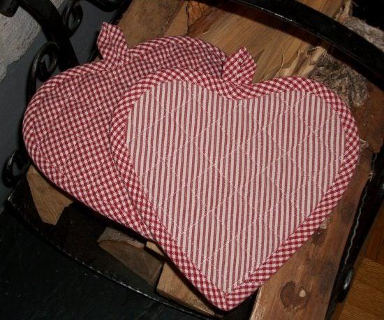 Hjärtformade grytlappar – randig/smårutig