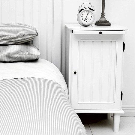 Sängskåp i lantlig stil