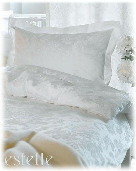 Romantiskt satinörngott, 50x70 cm